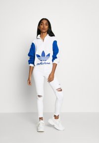 adidas Originals - Mikina - white/collegiate royal - 1