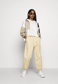adidas Originals - CROP HOODIE - Bluza z kapturem - chalk white - 1