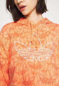 adidas Originals - HOODIE CROP - Bluza z kapturem - chalk coral - 5