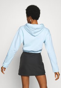 adidas Originals - CROPPED HOODIE - Bluza z kapturem - sky tint - 2
