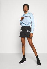 adidas Originals - CROPPED HOODIE - Bluza z kapturem - sky tint - 1
