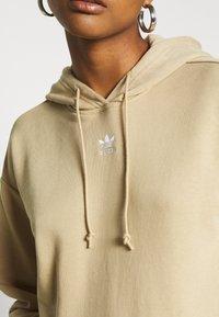 adidas Originals - TREFOIL ESSENTIALS HOODED - Bluza z kapturem - linen khaki - 5
