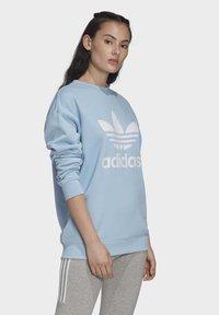adidas Originals - TREFOIL CREW SWEATSHIRT - Sweater - blue - 2