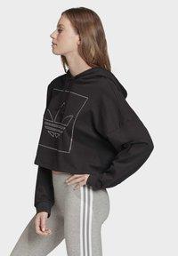 adidas Originals - CROPPED HOODIE - Bluza z kapturem - black - 3