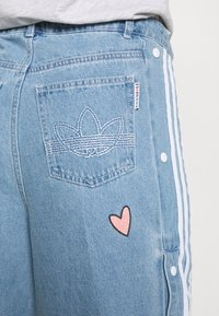 adidas Originals - TRACKPANT - Flared Jeans - clear sky - 6