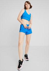 adidas Originals - Shorts - bluebird - 1