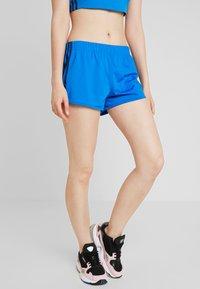 adidas Originals - Shorts - bluebird - 0