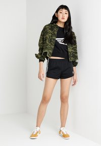 adidas Originals - Shorts - black - 1