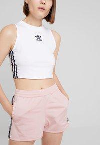 adidas Originals - TAPE - Shorts - pink spirit - 3