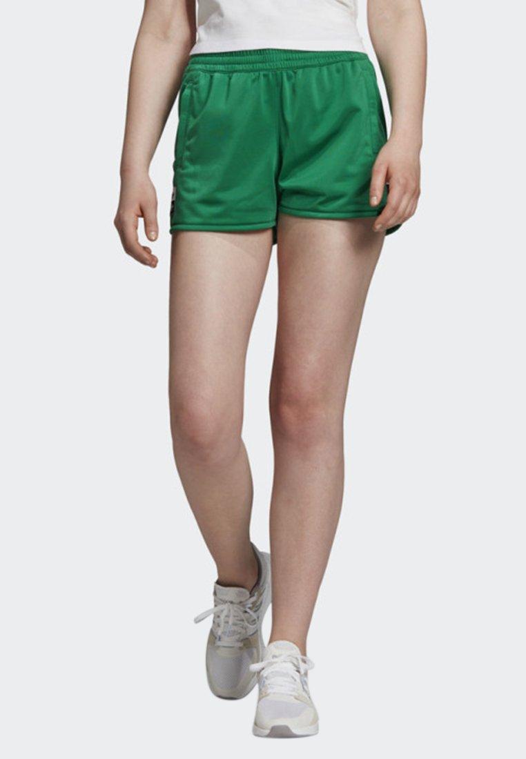 adidas Originals - SHORTS - Shorts - green