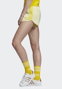 adidas Originals - 3-STRIPES SHORTS - Shorts - yellow - 2