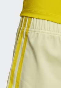 adidas Originals - 3-STRIPES SHORTS - Shorts - yellow - 3
