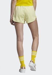 adidas Originals - 3-STRIPES SHORTS - Shorts - yellow - 1