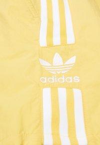 adidas Originals - 2020-03-25 SHORTS - Shorts - yellow - 2