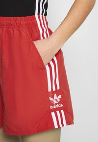 adidas Originals - Shorts - lush red/white - 4