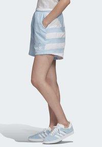 adidas Originals - LARGE LOGO SHORTS - Shorts - blue - 2