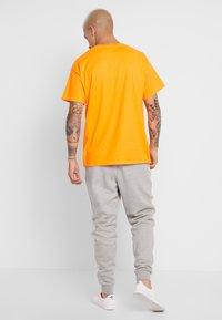 adidas Originals - STRIPES PANT - Teplákové kalhoty -  grey heather - 2