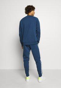 adidas Originals - STRIPES PANT - Trainingsbroek - nmarin - 2