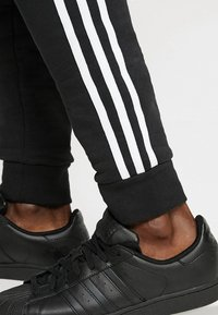 adidas Originals - STRIPES PANT - Verryttelyhousut - black - 6