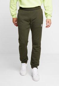 adidas Originals - ADICOLOR REGULAR TRACK PANTS - Pantalon de survêtement - night cargo - 0