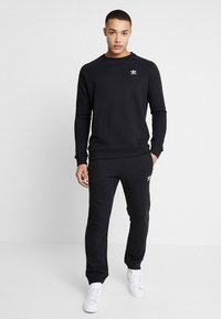 adidas Originals - ADICOLOR REGULAR TRACK PANTS - Jogginghose - black - 1