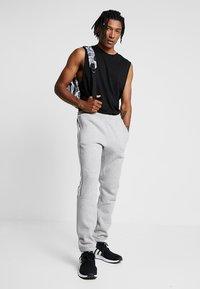 adidas Originals - OUTLINE REGULAR TRACK PANTS - Spodnie treningowe - medium grey heather - 1