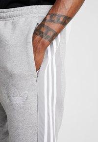 adidas Originals - OUTLINE REGULAR TRACK PANTS - Spodnie treningowe - medium grey heather - 5