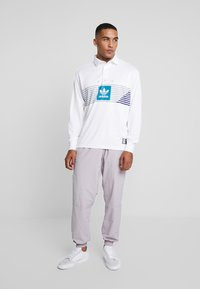 adidas Originals - LOCK UP - Träningsbyxor - soft vision - 1