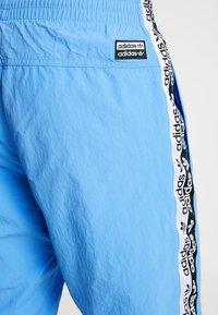 adidas Originals - REVEAL YOUR VOICE - Trainingsbroek - real blue - 3