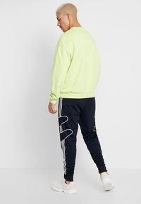 adidas Originals - OUTLINE STRIKE REGULAR TRACK PANTS - Spodnie treningowe - legend ink