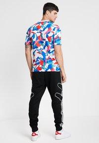 adidas Originals - OUTLINE STRIKE REGULAR TRACK PANTS - Spodnie treningowe - black - 2
