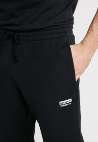 adidas Originals - REVEAL YOUR VOICE - Pantalon de survêtement - black - 5