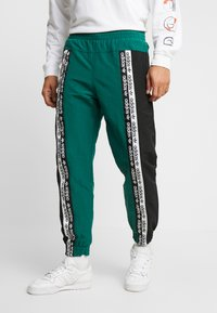 adidas Originals - REVEAL YOUR VOICE TRACKPANT - Träningsbyxor - collegiate green - 0