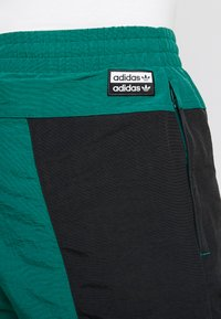 adidas Originals - REVEAL YOUR VOICE TRACKPANT - Verryttelyhousut - collegiate green - 5