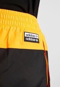 adidas Originals - REVEAL YOUR VOICE TRACKPANT - Trainingsbroek - flash orange - 5