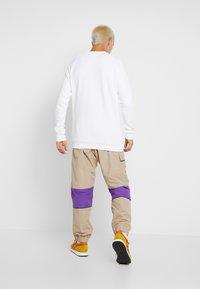 adidas Originals - REGULAR TRACK PANTS - Pantalon cargo - beige - 2