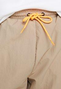 adidas Originals - REGULAR TRACK PANTS - Pantalon cargo - beige - 6