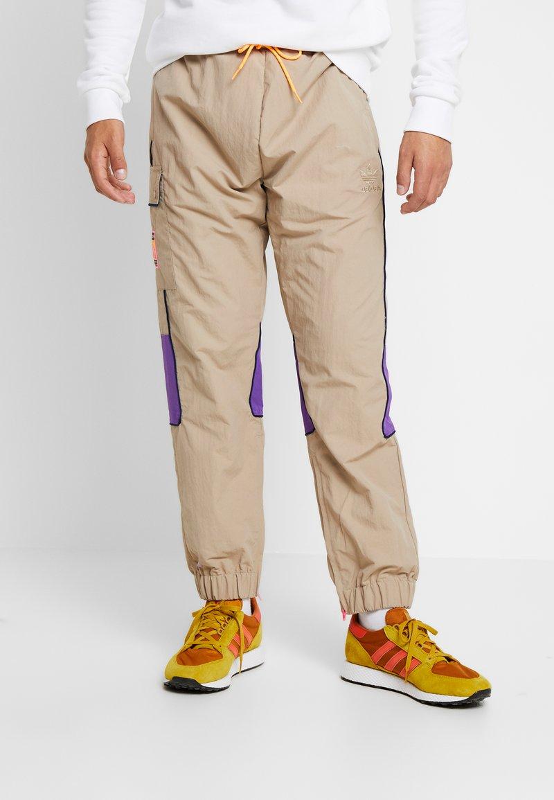 adidas Originals - REGULAR TRACK PANTS - Pantalon cargo - beige