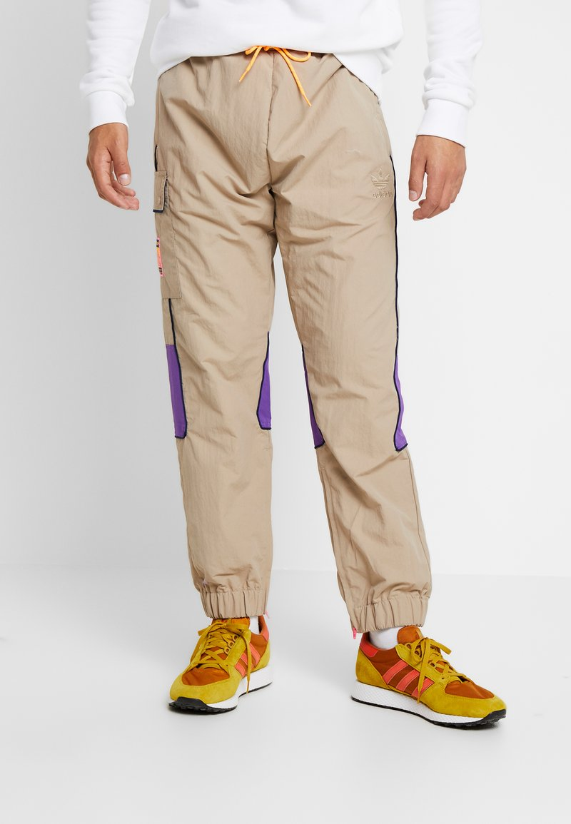 adidas Originals - REGULAR TRACK PANTS - Cargohose - beige