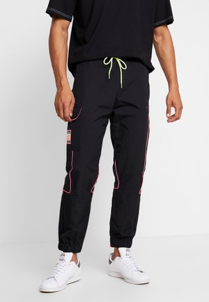 REGULAR TRACK PANTS - Pantalones cargo - black