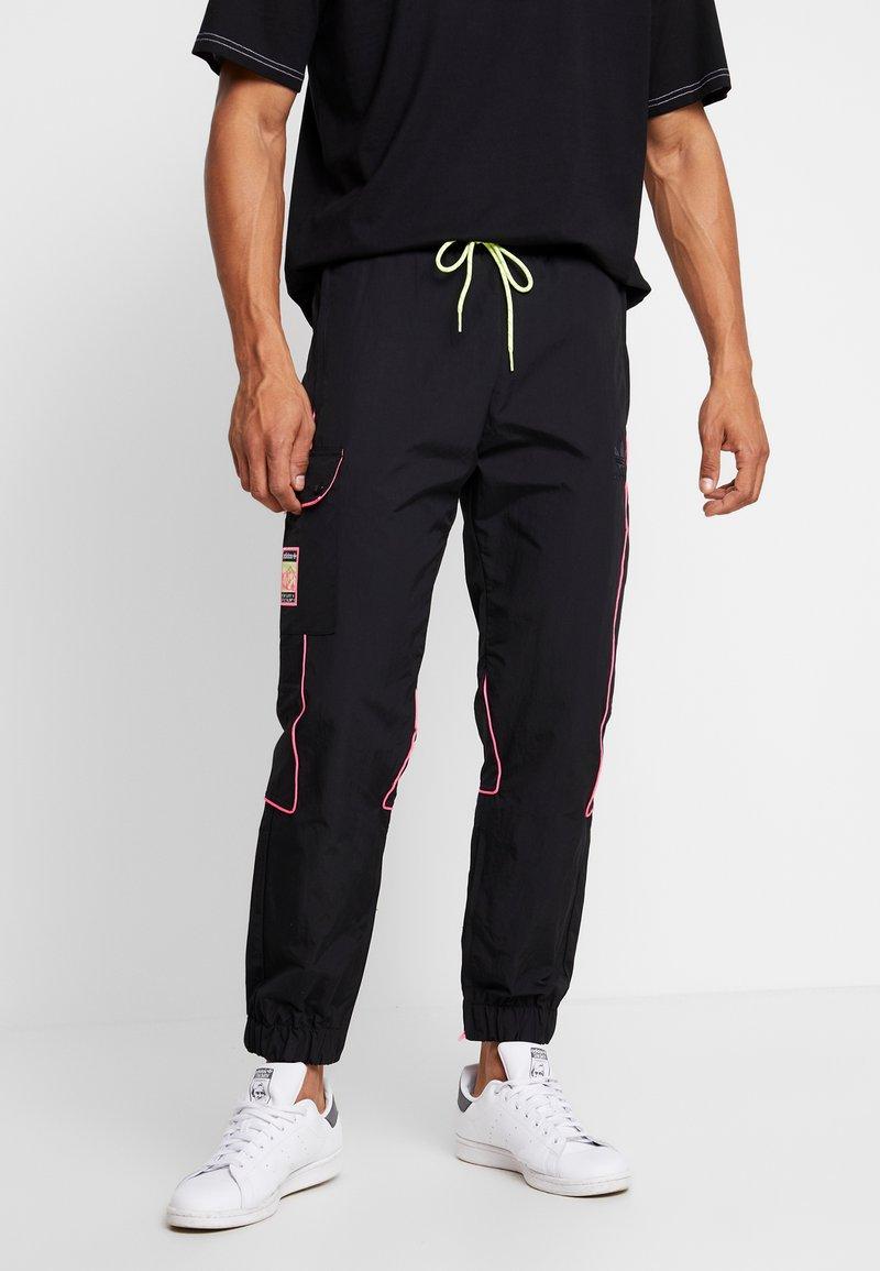 adidas Originals - REGULAR TRACK PANTS - Pantalon cargo - black