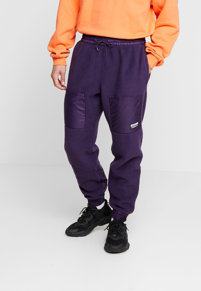 adidas Originals - REVEAL YOUR VOICE TREFOIL TRACKPANT - Joggebukse - legend purple