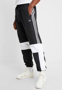 adidas Originals - TRACK PANT - Pantalon de survêtement - black/white - 4