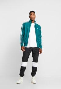 adidas Originals - TRACK PANT - Pantalon de survêtement - black/white - 1