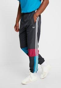 adidas Originals - TRACK PANT - Tracksuit bottoms - carbon/active teal/berry - 0