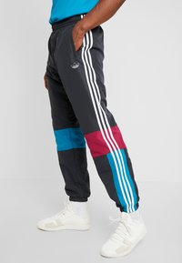 adidas Originals - TRACK PANT - Tracksuit bottoms - carbon/active teal/berry - 3