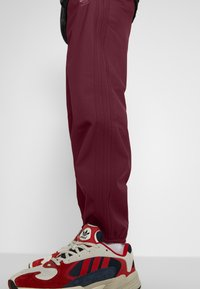 adidas Originals - WINTERIZED TRACK PANT - Trainingsbroek - coll burgundy/bold pink - 3