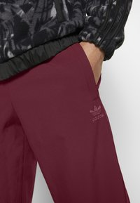 adidas Originals - WINTERIZED TRACK PANT - Trainingsbroek - coll burgundy/bold pink - 5