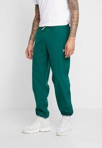 adidas Originals - WINTERIZED TRACK PANT - Trainingsbroek - coll green/solar green/ref silver/vapour green - 0
