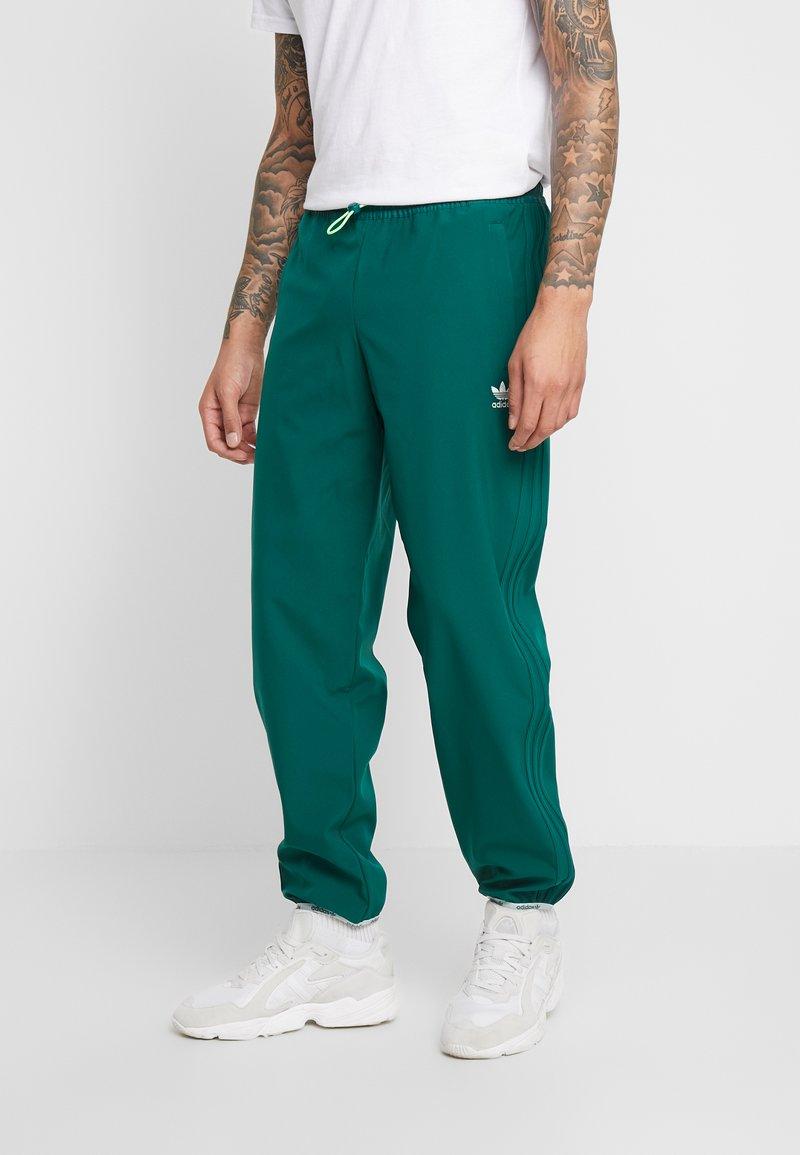 adidas Originals - WINTERIZED TRACK PANT - Trainingsbroek - coll green/solar green/ref silver/vapour green